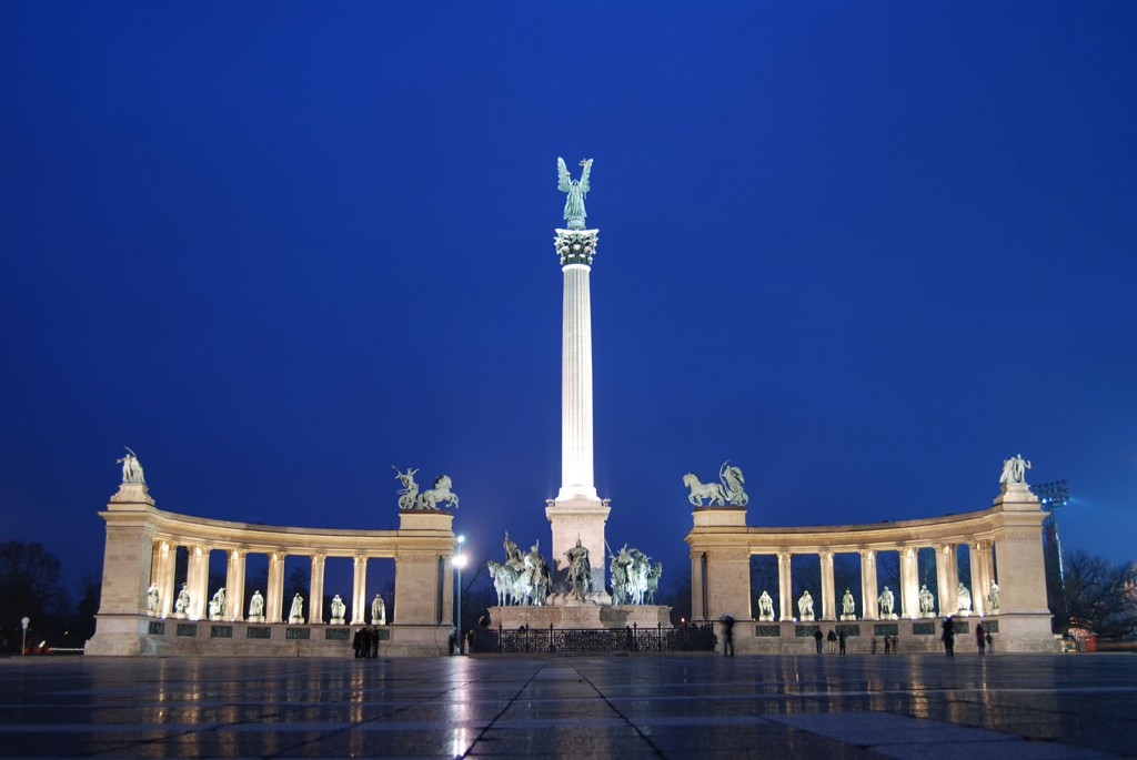 The_Millennium_Monument_in_Heroes'_Square,_Budapest,_Hungary