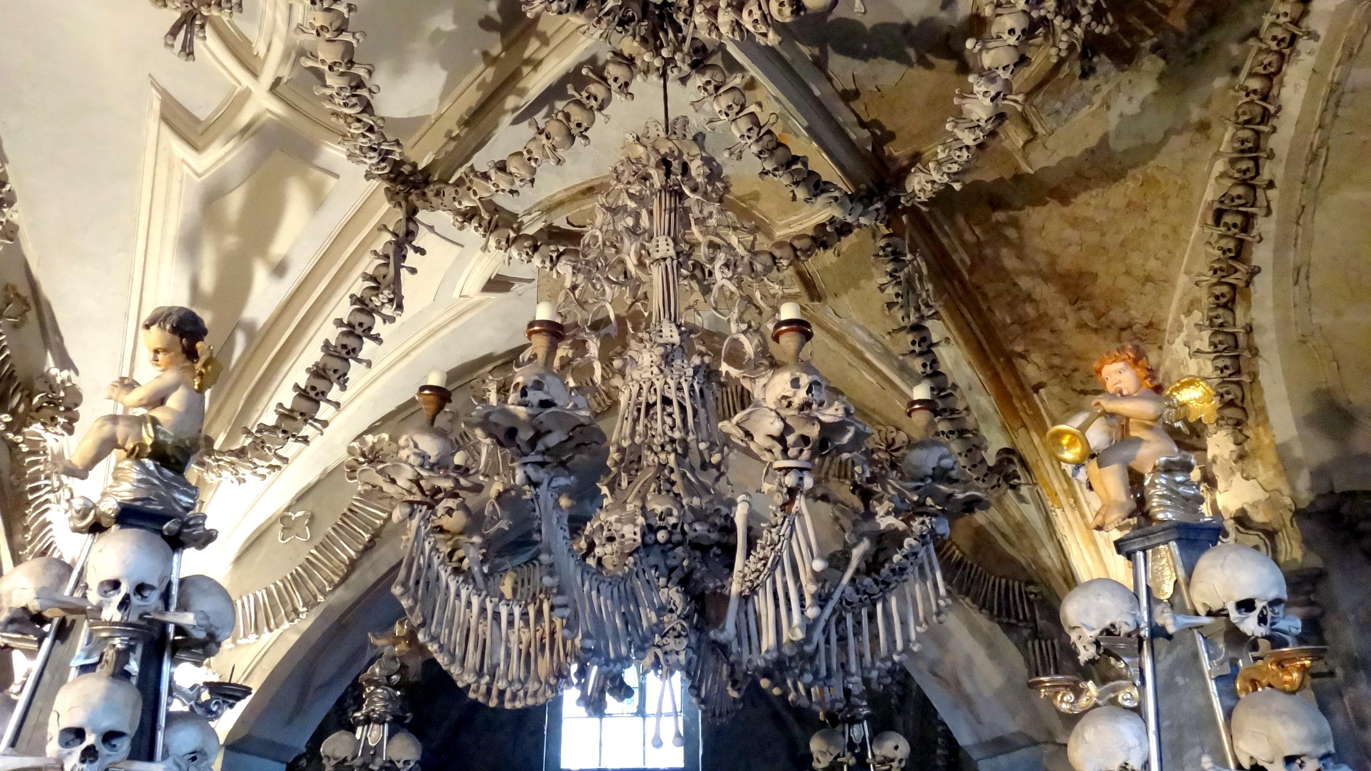 Esa iglesia de los huesos – Osario de Sedlec – República Checa | Las Mil  Millas